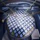 """Revolúcia vo fotovoltike: """"Kráľ slnka"""" vynašiel nový ultraľahký a flexibilný solárny panel"""